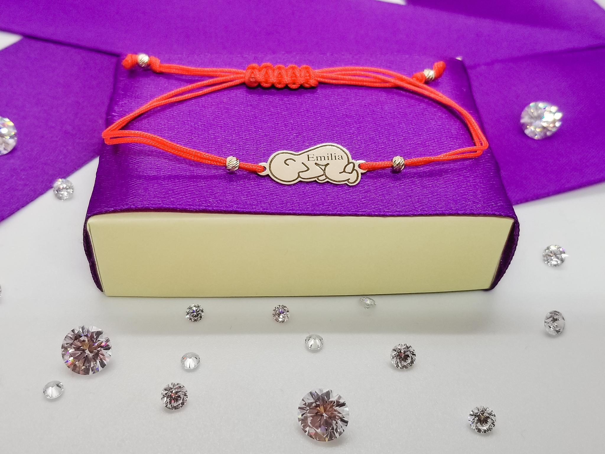 Bratara FATI 209 Bebelus din aur galben de 14K cu snur rosu.