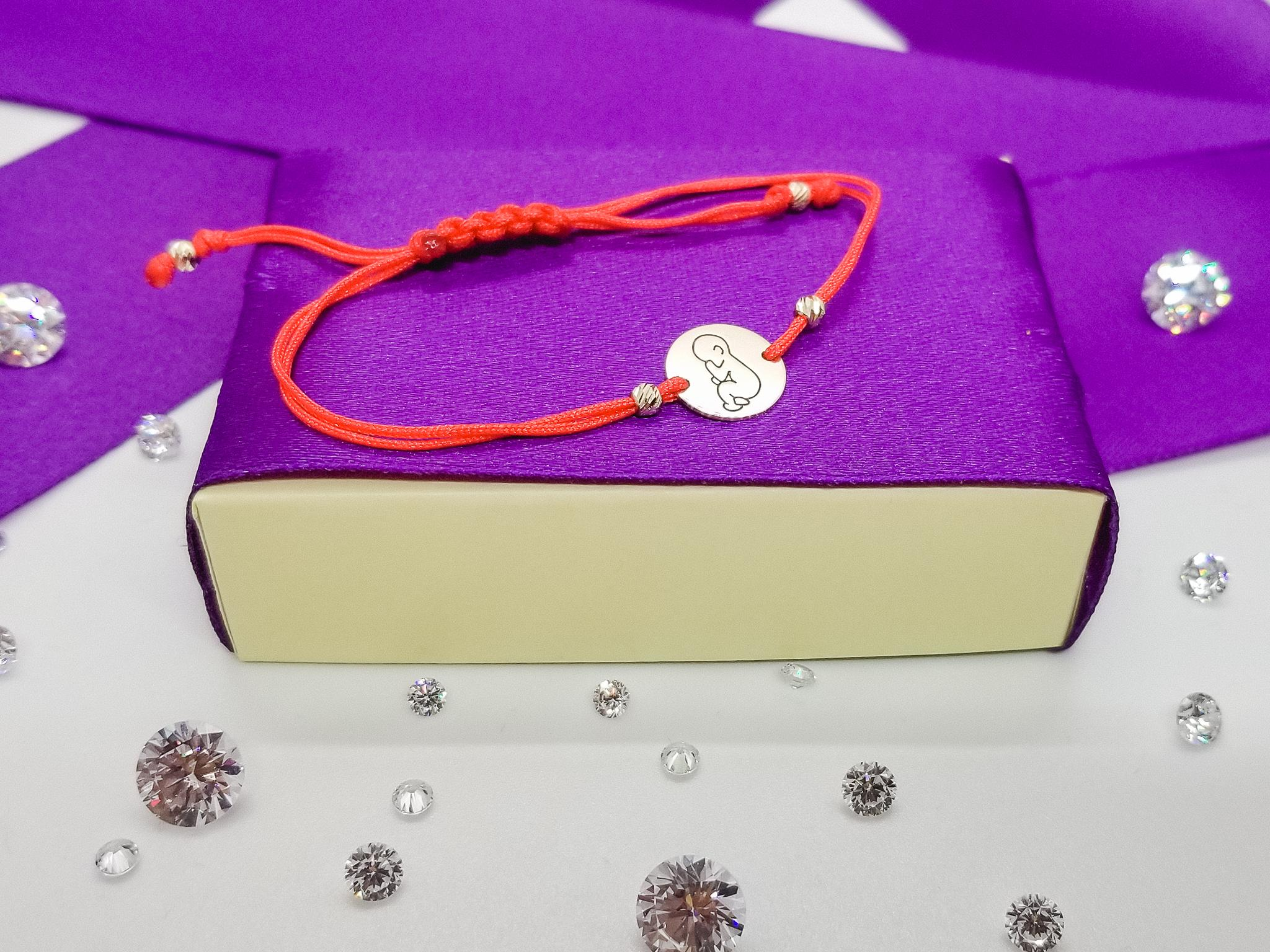 Bratara FATI 210 Banut cu Bebelus din aur galben de 14K cu snur rosu.